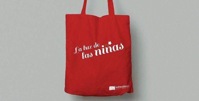 Ya puedes adquirir la bolsa de La Luz de las Niñas y colaborar con la campaña