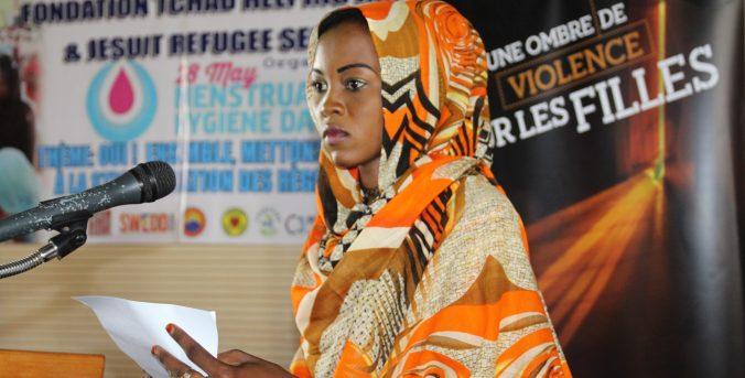 Niñas refugiadas alzan sus voces en Chad por su derecho a la educación, en el Día de la Salud Menstrual
