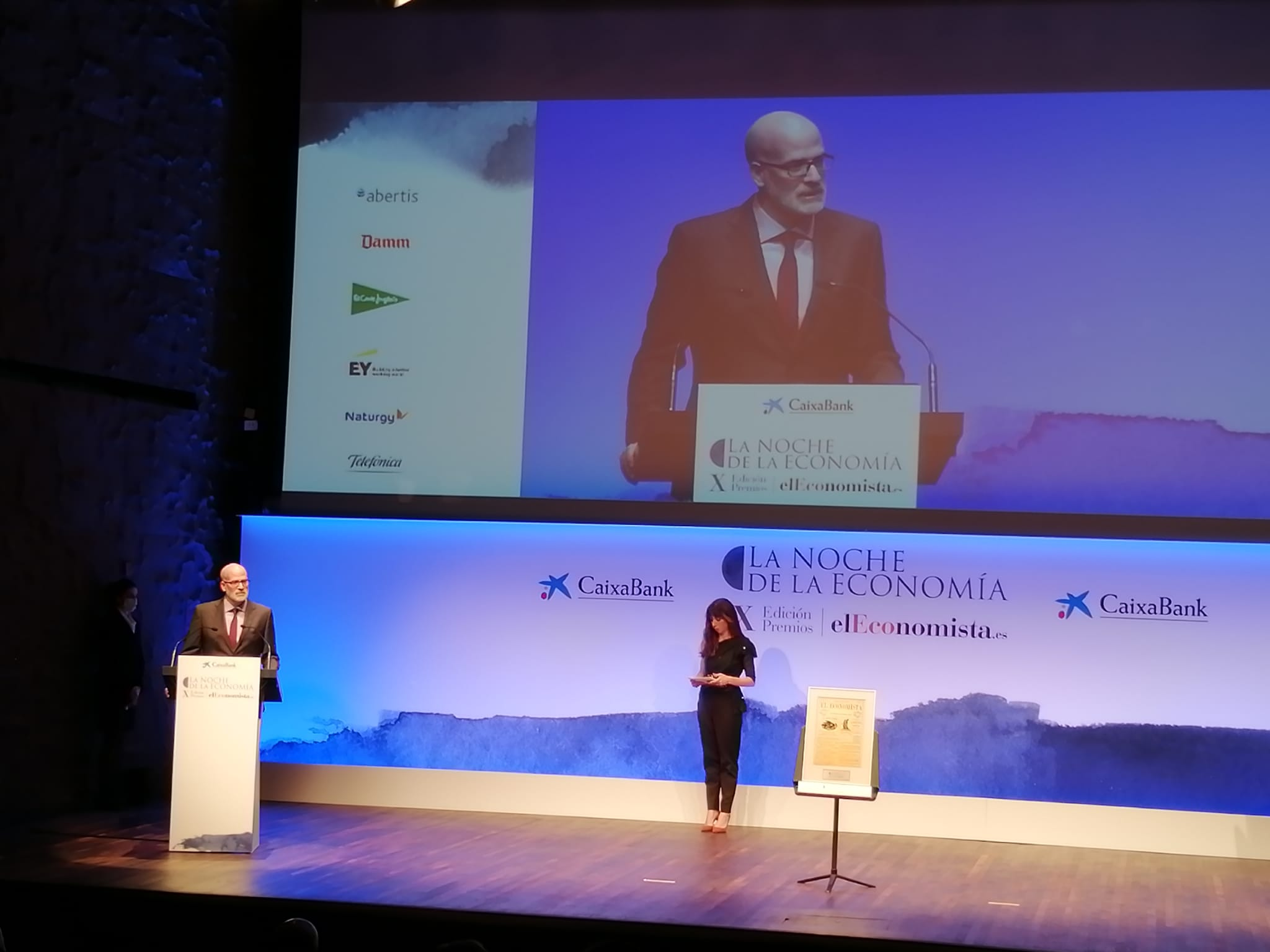 El Economista premia el programa La Luz de las Niñas por su contribución por la igualdad