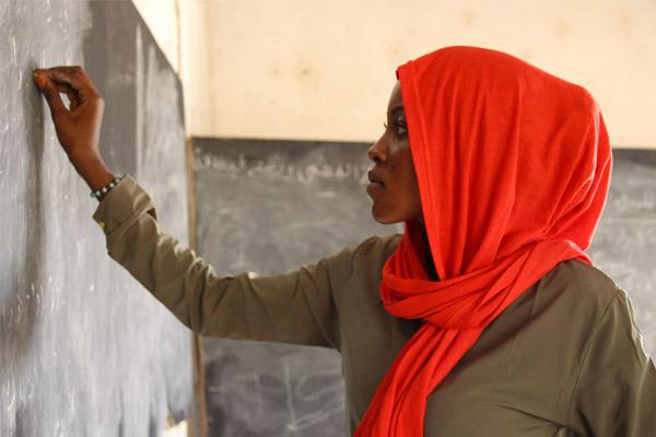 Entrevista a Sima Issack: un paso más cerca de sus sueños gracias a la educación